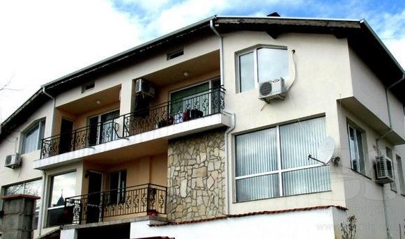 neues zweigeschossiges einfamilienhaus im wohnviertel vinitsa id 8660. Black Bedroom Furniture Sets. Home Design Ideas